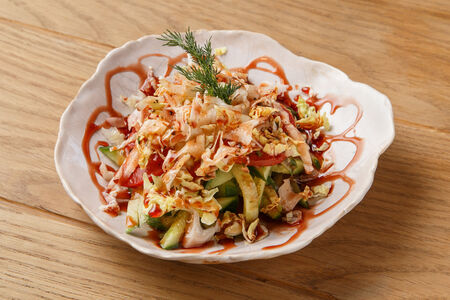 Овощной салат с гранатовым соусом