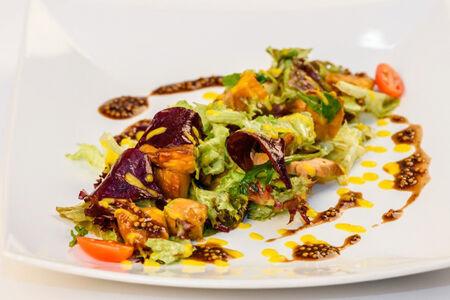 Салат из запечённой тыквы с куриной грудкой