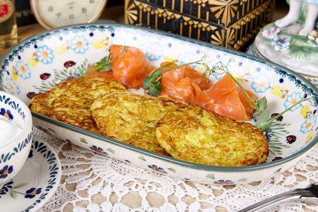 Оладьи из кабачка с малосольным лососем