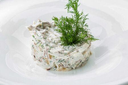 Салат с телятиной и редькой