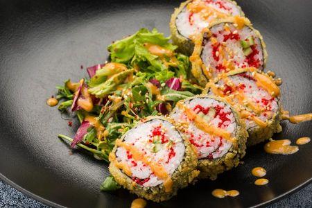 Ролл Темпура с крабом и салатным миксом