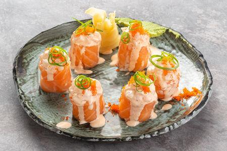Ролл Гункан с лососем