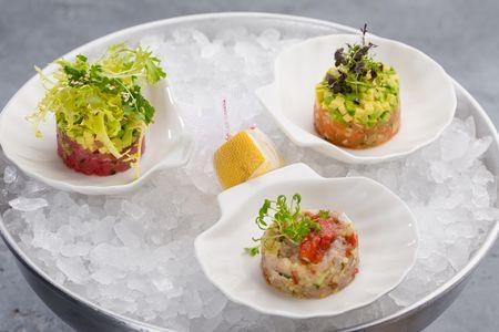 Трио тартаров лосось, тунец, сибас