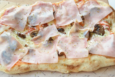 Римская пицца Прошутто и грибы