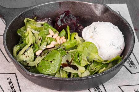 Салат с сыром Рикотта и свеклой