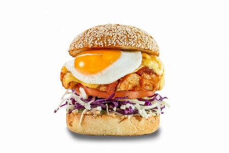 Сэндвич с курой и жареным яйцом