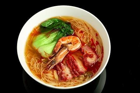 Суп-лапша с креветкой и запеченной свининой (580 гр)