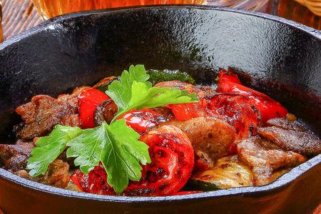 Поджарка из мяса с овощами