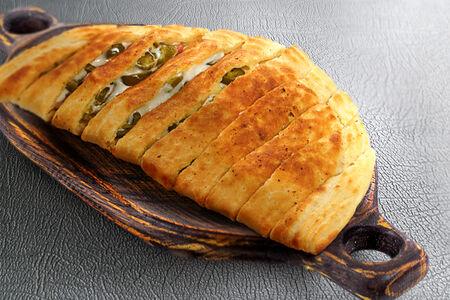 Хлебные ломтики с халапеньо и беконом