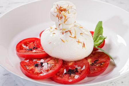 Буррата с узбекскими помидорами