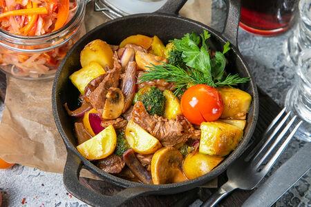 Жарёха из говяжьей вырезки с овощами