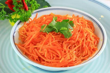 Малосоленая жареная морковь