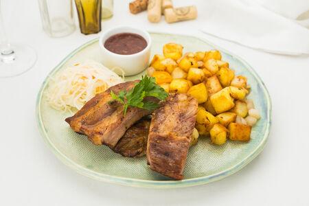 Свиные ребра с картофелем
