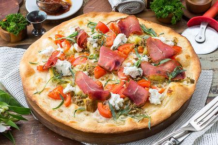 Пицца с бастурмой, джонджоли и баклажанами