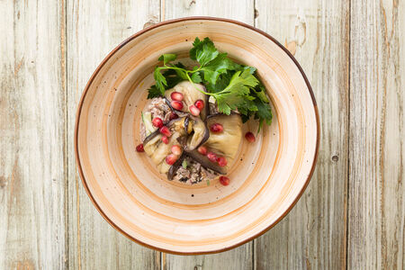 Салат из баклажанов гриль и говядины с грибами