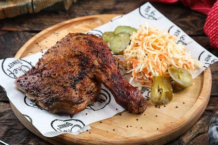 Четвертина цыпленка с салатом Коул-слоу