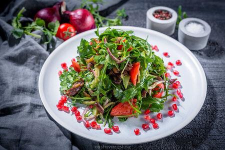 Теплый салат с ягненком и зеленью