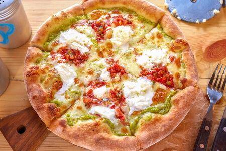 Пицца Моцарелла и гуакамоле