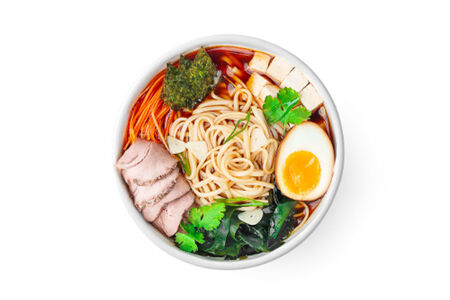 Рамэн со свининой, тофу и кинзой