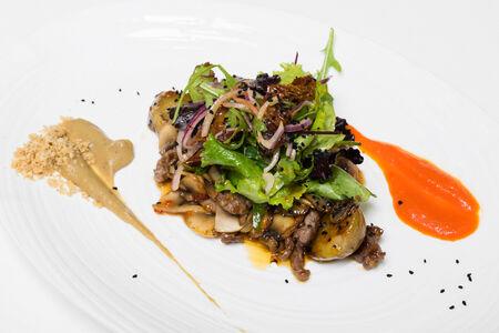 Тёплый салат с телятиной