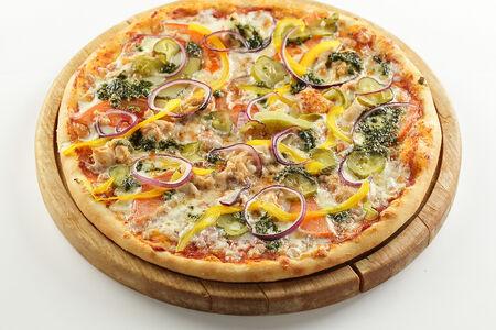 Пицца с куриным филе и соусом песто