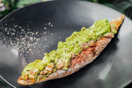 Брускетта с тартаром из лосося