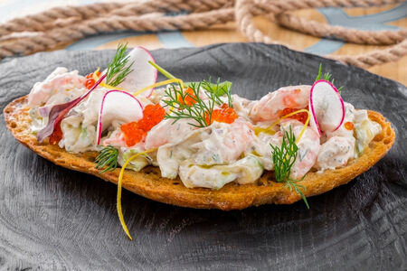 Шведский тост с северными креветками