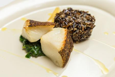 Филе Палтуса с диким рисом и шпинатом