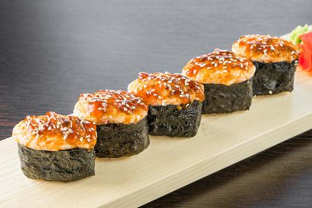 Запеченные суши в сырном соусе