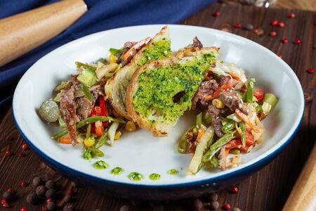 Стейк-салат со стручковой фасолью