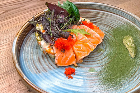 Салат Оливье с тигровыми креветками и лососем