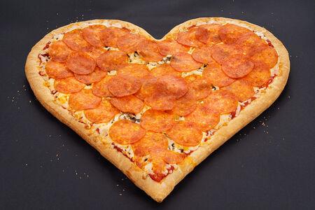 Пицца-сердце маленькая
