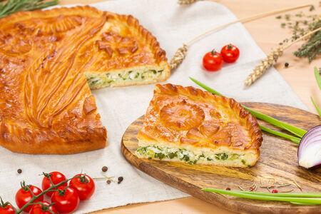 Пирог с зелёным луком и яйцом