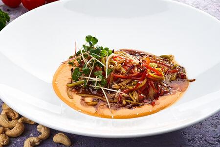 Овощная лапша с нежным соусом из кешью