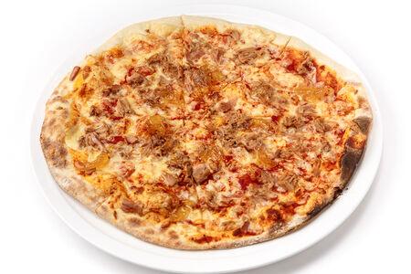 Пицца с тунцом и карамелизированным луком