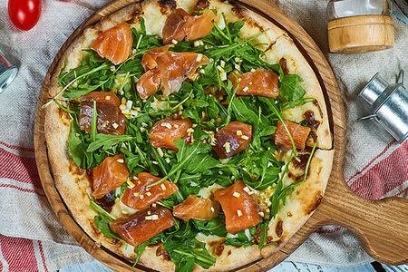 Пицца со слабосоленой семгой