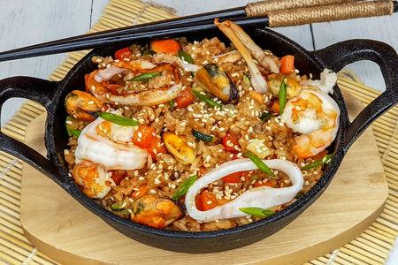 Вок с рисом и морепродуктами