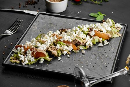 Салат из жареных груш с сыром фета