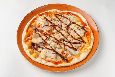 Пицца с цыпленком барбекю
