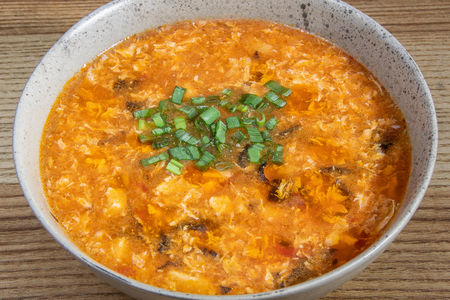 Кисло-острый суп Shaoxing с цыплёнком