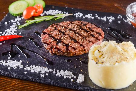Бифштекс из рубленой мраморной говядины