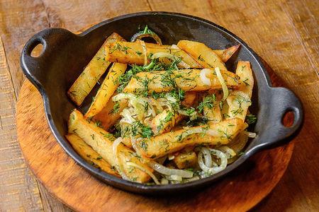 Картофель, жаренный с луком