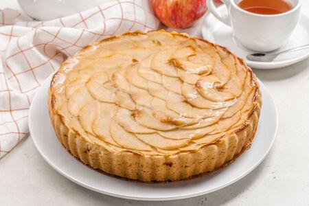 Пирог песочный с яблоком целый
