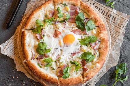 Пицца Сулугуни с беконом и яйцом