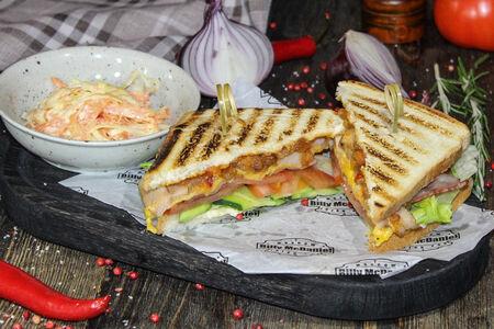 Сэндвич с курицей и ананасовым чатни