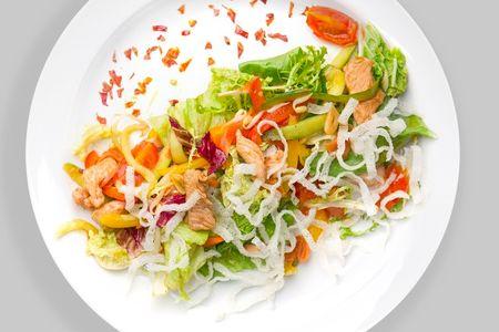 Салат теплый с индейкой вок