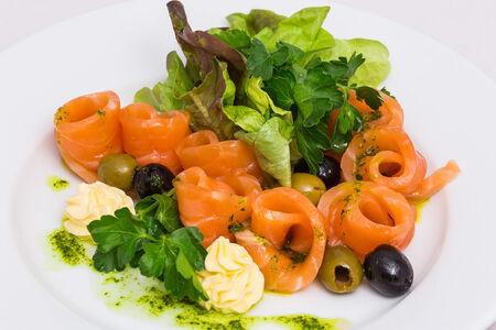 Лосось малосольный в базиликовом соусе