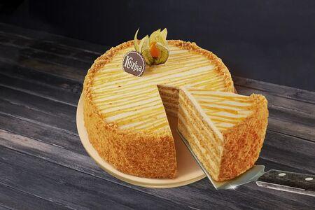 Торт Медовая кокетка с облепихой