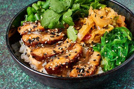 Поке с угрем и рисом