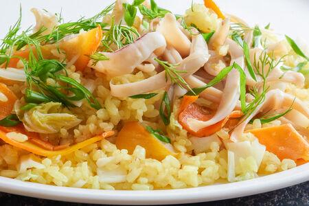 Жареный рис с кальмаром